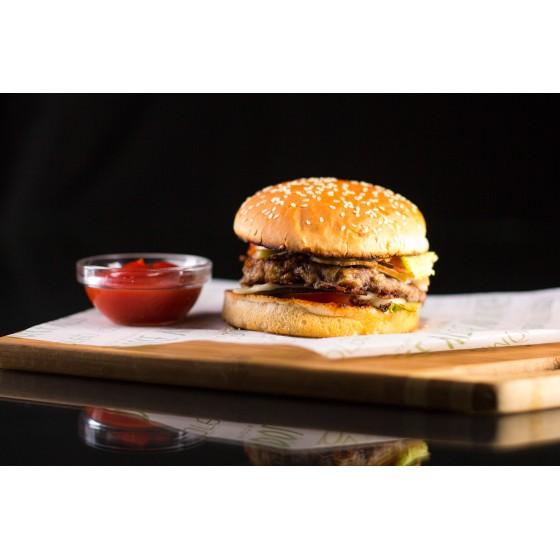 Бургер с говядиной и беконом